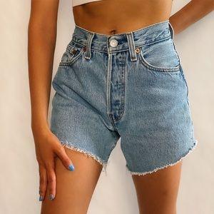 "Vintage Levis frayed hem shorts size 23/24"""